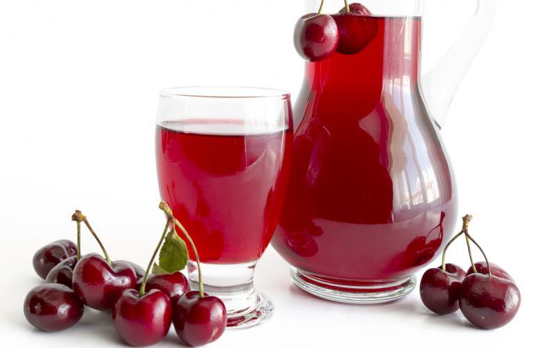Tiến hành ngâm cherry với rượu